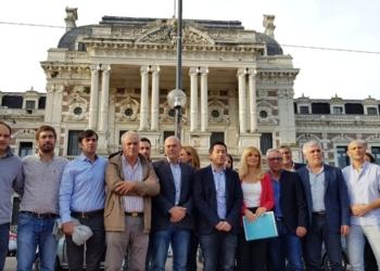 La misiva, firmada por 43 jefes comunales, fue entregada en la Mesa de Entradas de la Gobernación. Foto Twitter Magario/InfoGEI