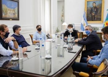 Axel Kicillof, con Julio Garro (La Plata), Jorge Macri (Vicente López), Miguel Fernández (Trenque Lauquen) y Manuel Passaglia (San Nicolás). Foto Prensa MCGBA/InfoGEI