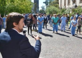 Nicolas Kreplak, viceministro de Salud de la Provincia, con los nuevos profesionales en el hospital de Gral. Rodríguez. Foto Prensa GBA/ InfoGEI