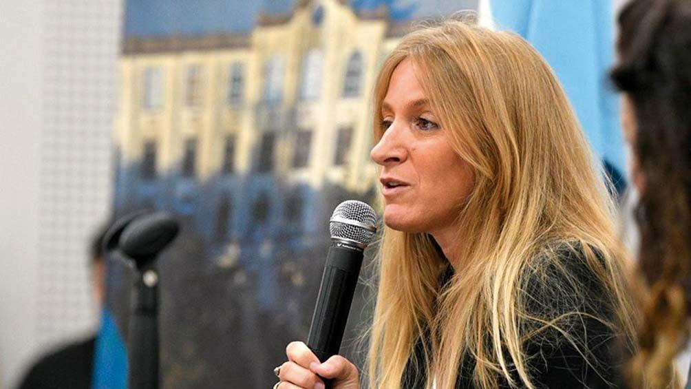 Carignano remarcó que el Presidente había instado a las provincias a realizar controles estrictos y hacer cumplir el aislamiento en hoteles.