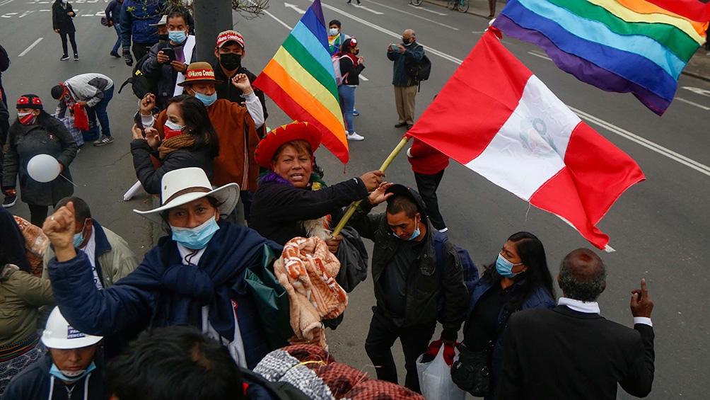 La unanimidad en la celebración del Bicentenario contrasta con la evidente división derivada de la hostilidad entre Castillo y Fujimori y de los frustrados intentos de ésta por desconocer la legitimidad del triunfo del profesor. Foto: AFP.