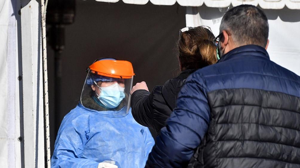 Fueron detenidos y alojados en un hotel dispuesto por el área de epidemiología del Ministerio de Salud de la Provincia.