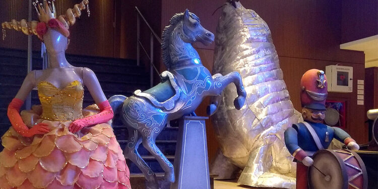 escenografias y vestuarios del teatro colon se exponen en mar del plata
