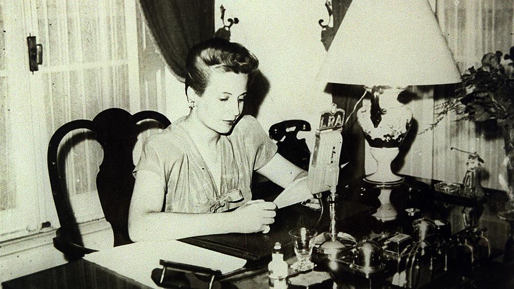 La labor de Evita fue absolutamente revolucionaria para su época al posibilitar la incorporación de la mujer a la política.