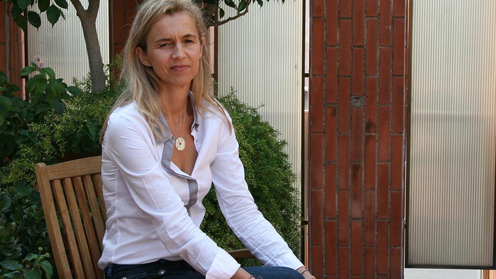 De Vigan nació en 1966 en Boulogne-Billancourt, una ciudad cercana a París.