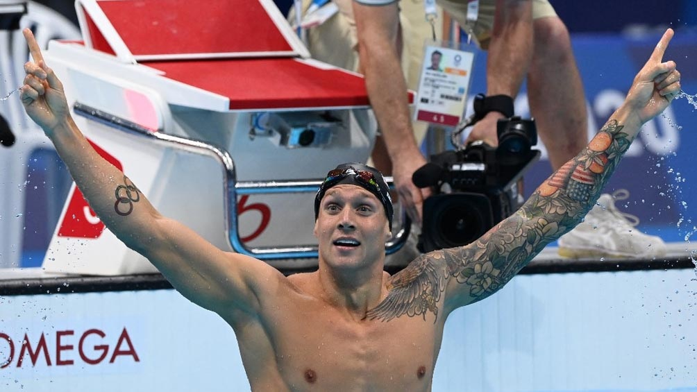 Caeleb Dressel, la figura norteamericana de la natación con medalla de oro en Tokio 2020 en 100 metros (Foto: AFP)
