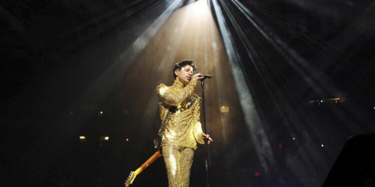 sale a la luz welcome 2 america disco postumo de prince de 2010 en el que visualizo el presente