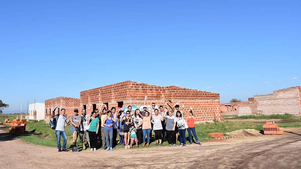 Todas las familias participaron de la construcción de sus viviendas en Colonia Belgrano, cuyo pueblo más cercano es San Martín de las Escobas, a quince kilómetros.