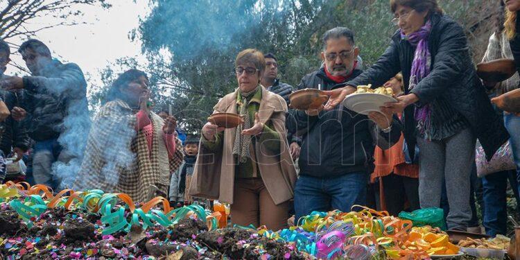 con rituales ancestrales y profunda fe los jujenos celebraron el dia de la pachamama