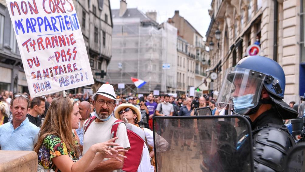 El sábado se registraron multitudinarias protestas en toda Francia