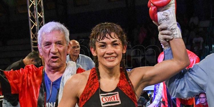 a los 44 anos la tigresa acuna regresa al boxeo