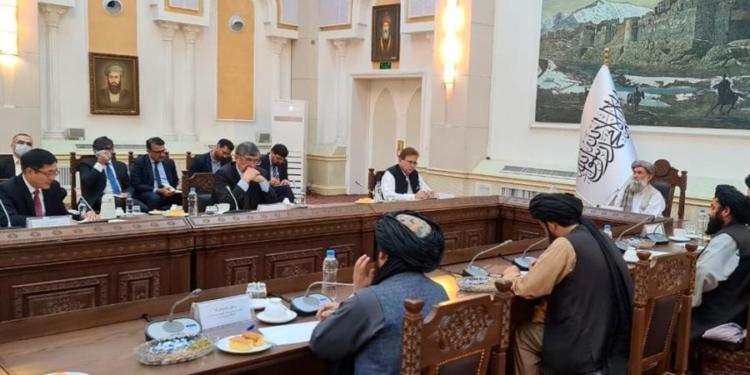 afganistan el primer ministro interino se reunio con enviados de china pakistan y rusia