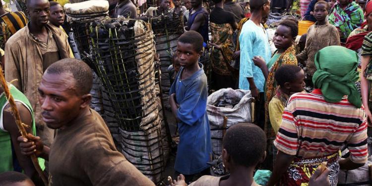 cien mil personas abandonaron sus hogares por los desastres naturales en burundi