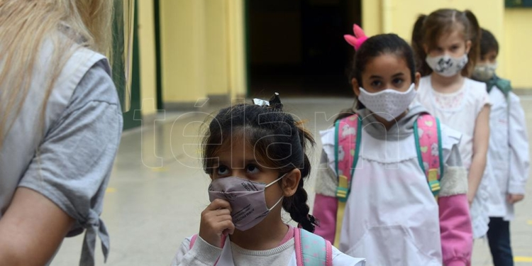 desde este viernes se aislaran solo los alumnos con sintomas en escuelas de caba