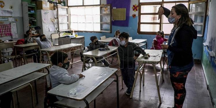 convocan a docentes jubilados para las clases a contraturno en provincia de buenos aires
