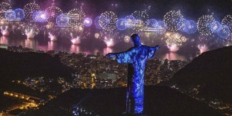 el cristo redentor celebra sus 90 anos como simbolo de paz y bienvenida carioca
