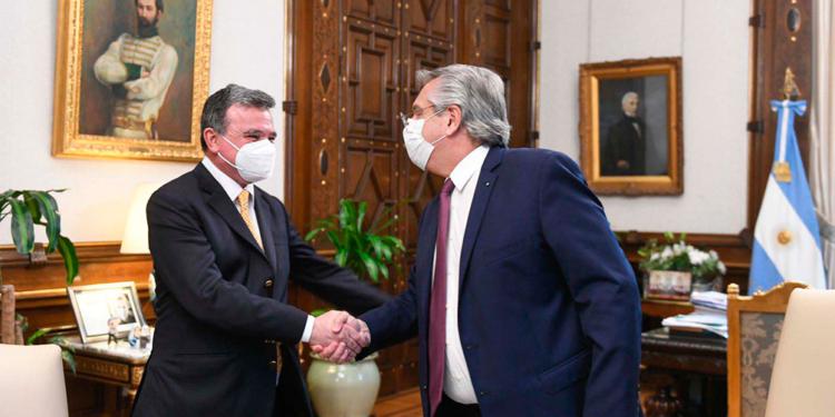 el presidente encabezo un acuerdo para impulsar la cadena de valor del aluminio