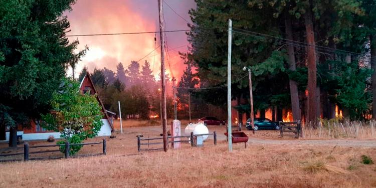 entregaron equipos de prevencion del fuego a comunidades de la comarca andina