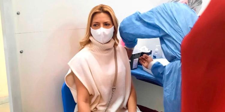 fabiola yanez recibio la primera dosis de vacuna contra el coronavirus