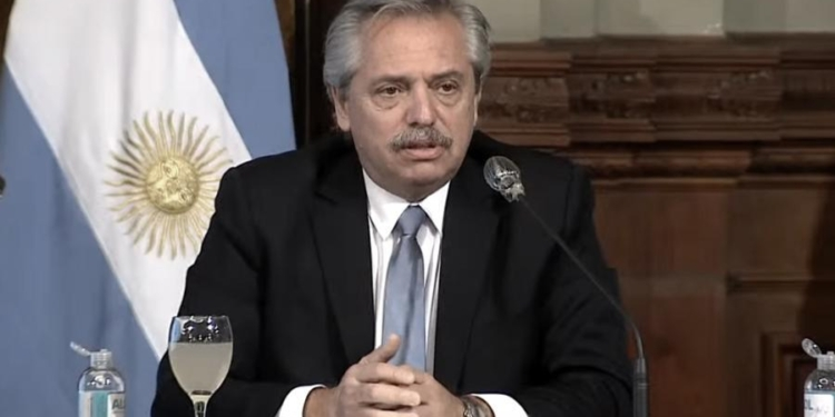 fernandez se reunira con el presidente de la caf banco de desarrollo de america latina